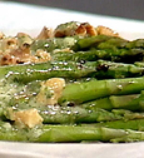 Spinach, artichokes, asparagus, fava beans in salad sweet garlic croutons